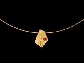 043-14k-gold-pendant-with-a-ruby-stone