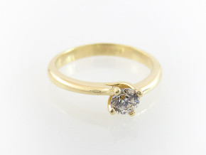 Classic engagement ring 1