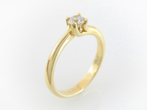 Classic engagement ring 3