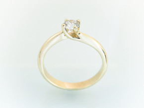 Classic engagement ring 5